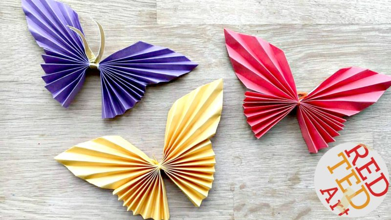 Simple origami butterfly Christmas decorations you can make yourself.