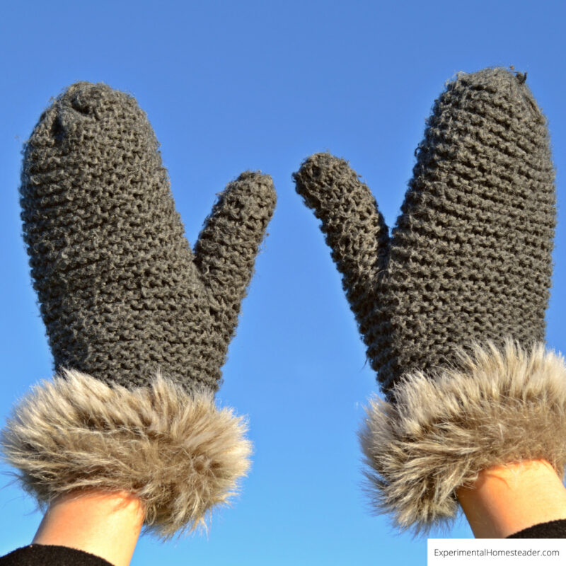 Gloves help your hands stay warm in winter.